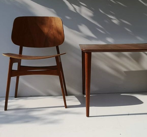 brown-wooden-chair-table